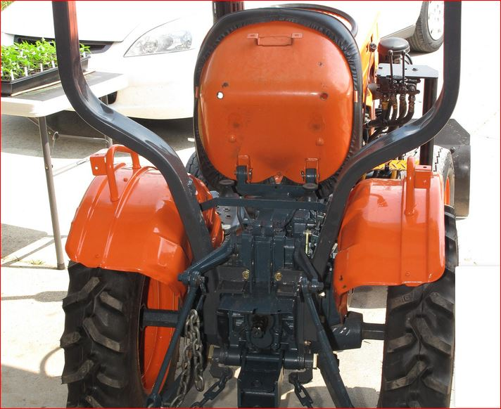 Kubota B7100 Loader Attachment : B loader and kuw backhoe orangetractortalks