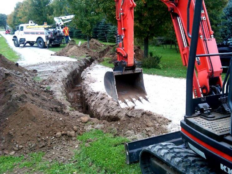 Loss Of Hydraulic power On my Excavator - OrangeTractorTalks