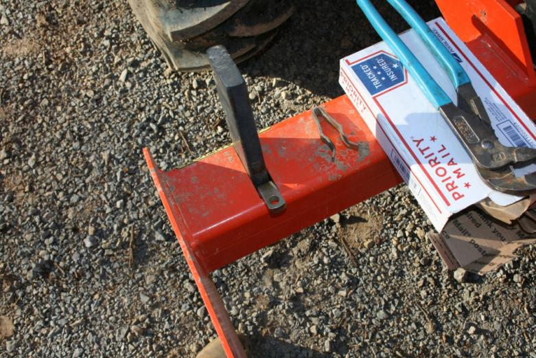 New keepers for shanks on box blade - OrangeTractorTalks