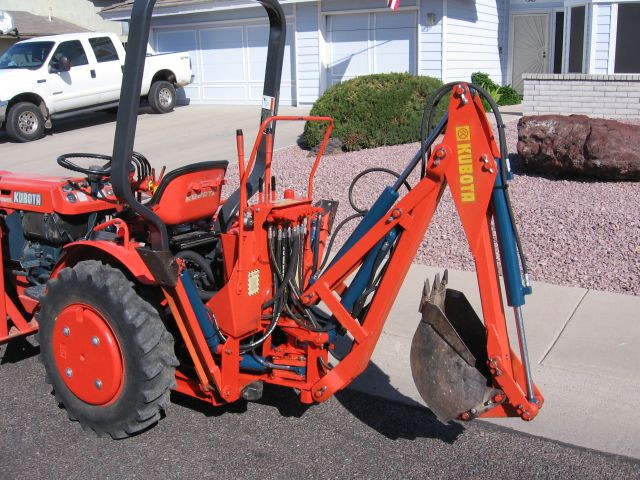 Kubota B7100 Muffler : Kubota b with new threads and shoes image