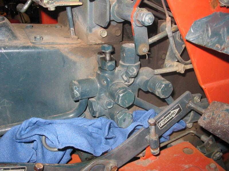 how to change hydraulic hose on new holland tractor