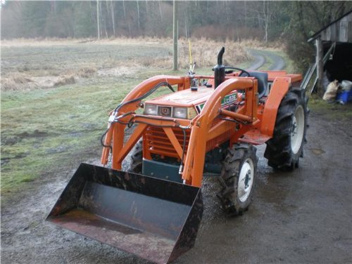 Ian's Kubota L1-R26 in the forward configuration with a front end loader ready to do some work.