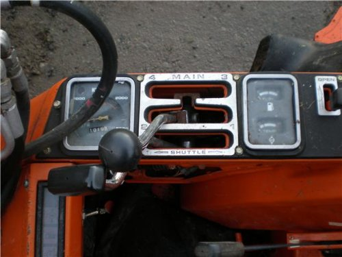 A close up of the L1-R shuttle shift - its placement means operating the tractor is not awkward regardless of forward or reverse configuration.