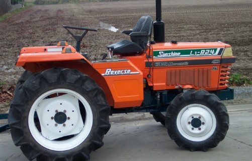 A Kubota L1-R24 in its rearward operating configuration.